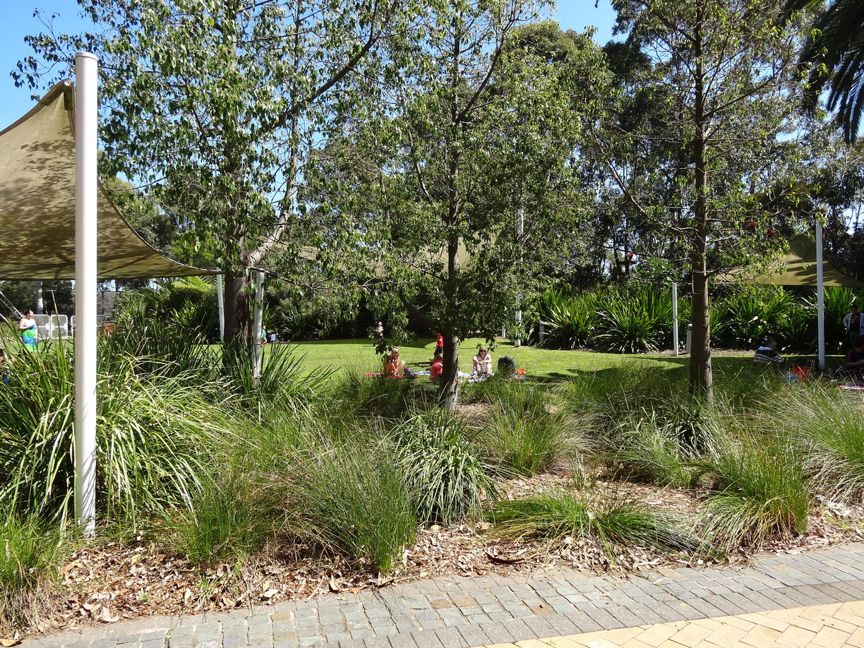 huge outdoor garden area great for parties and picnics